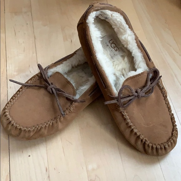 09b82a2b2a9 Ugg moccasins Dakota slipper size 7